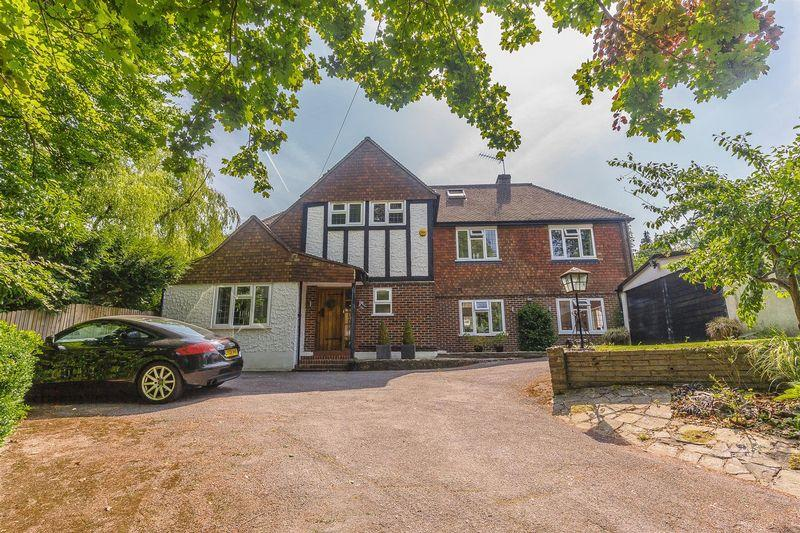 5 Bedrooms Detached House for sale in Hermitage Road, Kenley