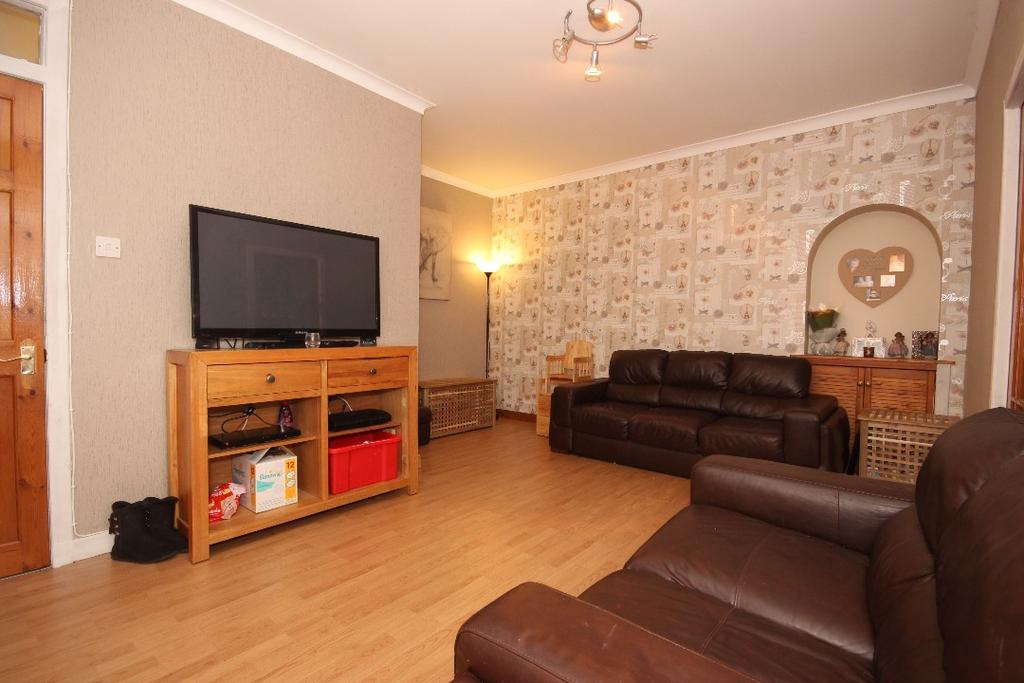 2 Bedrooms Flat for sale in Earl's Dykes, Perth, Perthshire, PH2 8HG