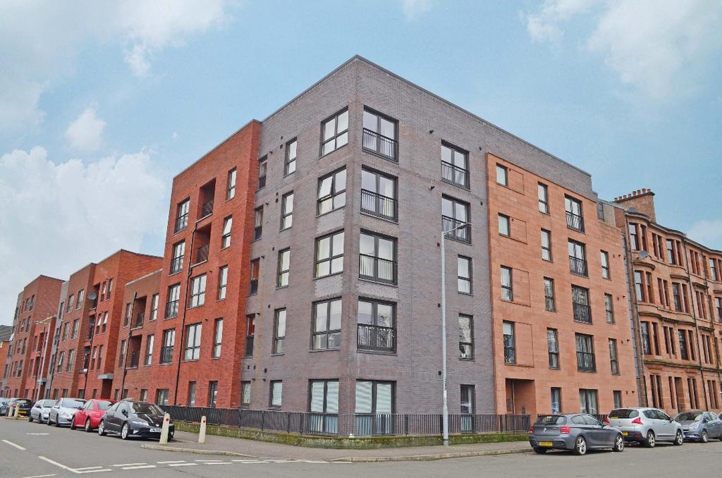 3 Bedrooms Flat for sale in Harmsworth Street, Flat 1/1, Whiteinch, Glasgow, G11 6LU