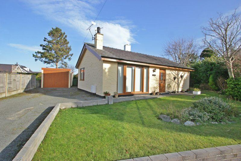 2 Bedrooms Detached Bungalow for sale in Groeslon, Gwynedd
