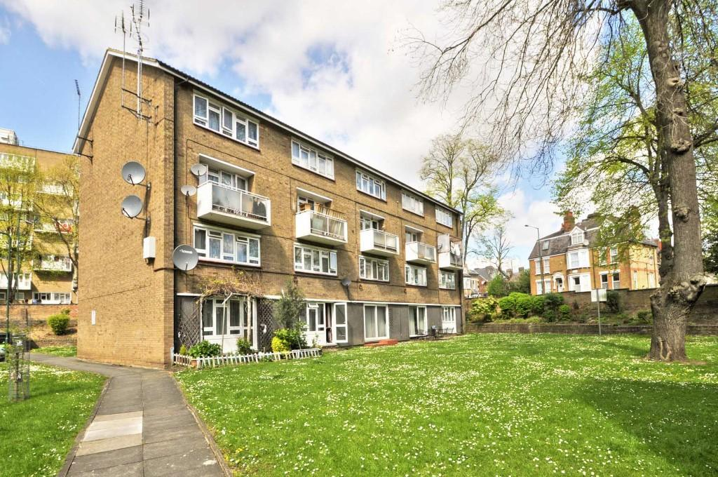 3 Bedrooms Maisonette Flat for sale in Athelstan Gardens Kimberley Road, Kilburn, NW6