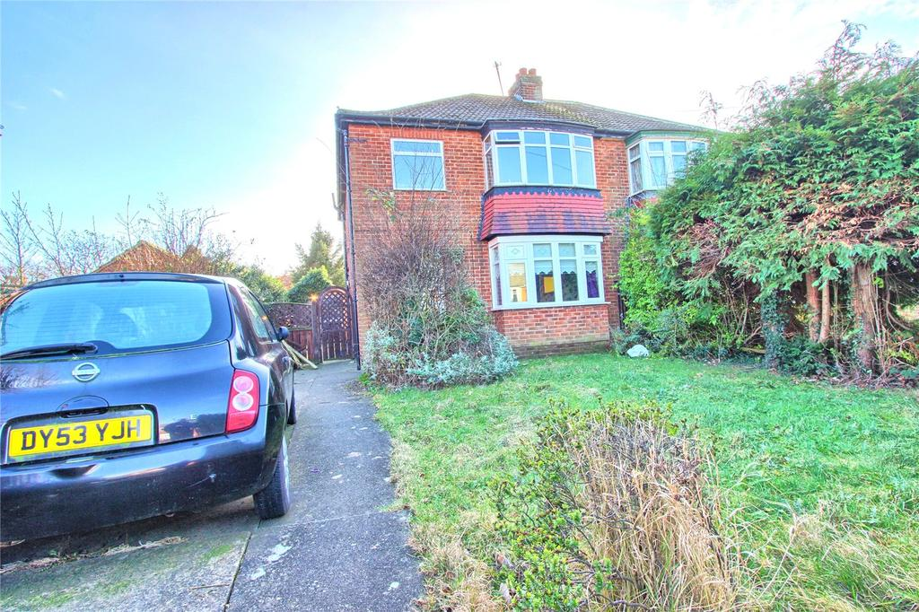 3 Bedrooms Semi Detached House for sale in Welburn Grove, Ormesby
