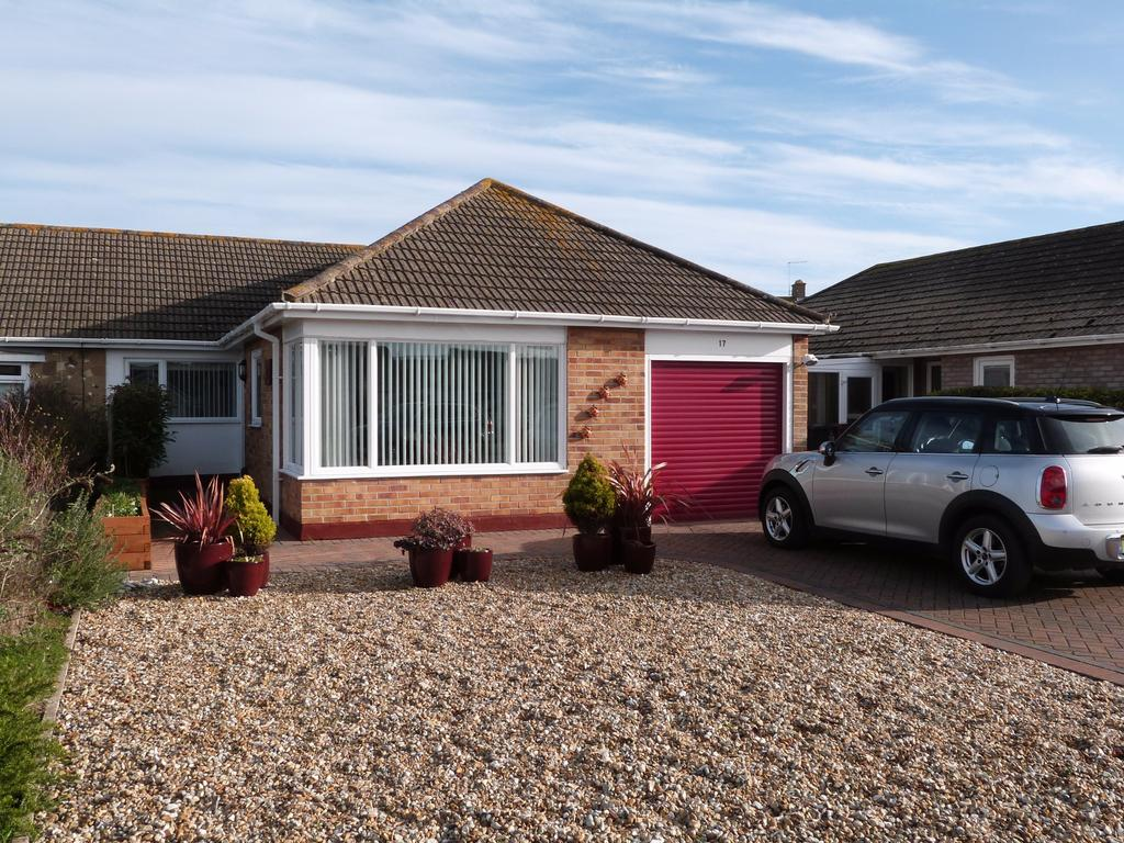 3 Bedrooms Semi Detached Bungalow for sale in Constable Drive, Selsey