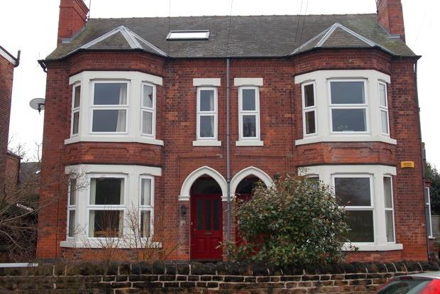 3 Bedrooms Flat for sale in Holme Road, West Bridgford, Nottingham, NG2