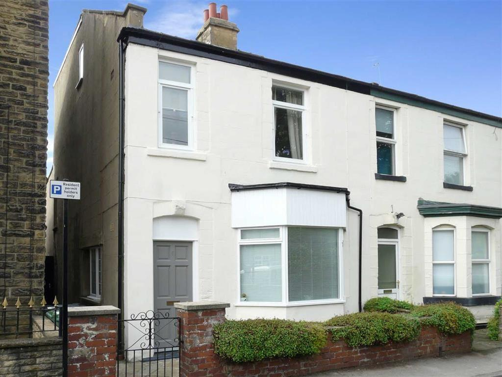 4 Bedrooms Semi Detached House for sale in Northgates, Wetherby, LS22