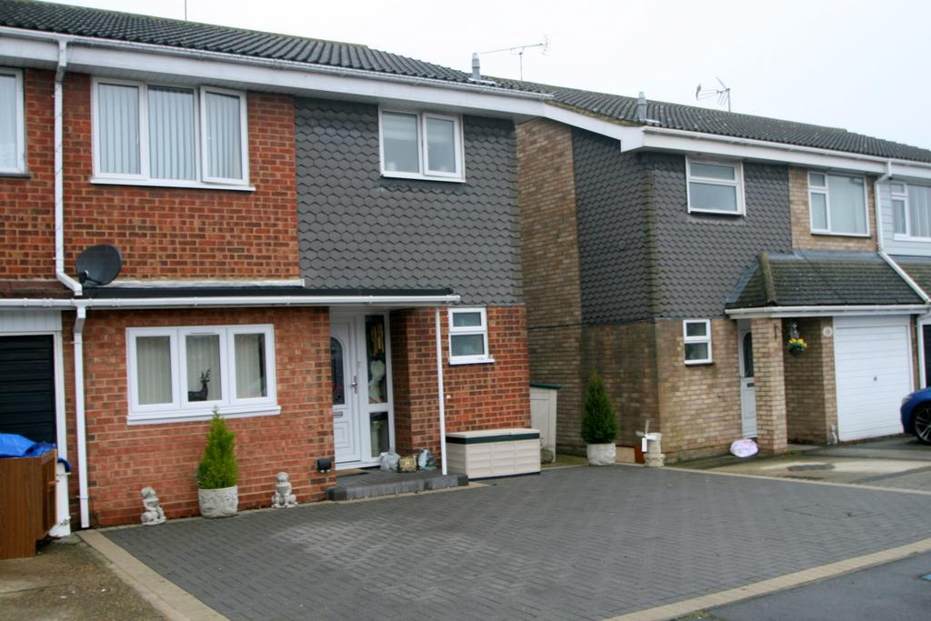 3 Bedrooms Semi Detached House for sale in Benfleet