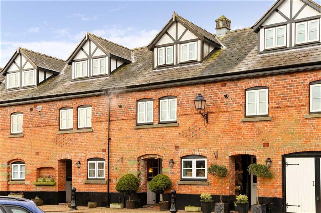 4 Bedrooms Terraced House for sale in Old Hall Court, Malpas, SY14