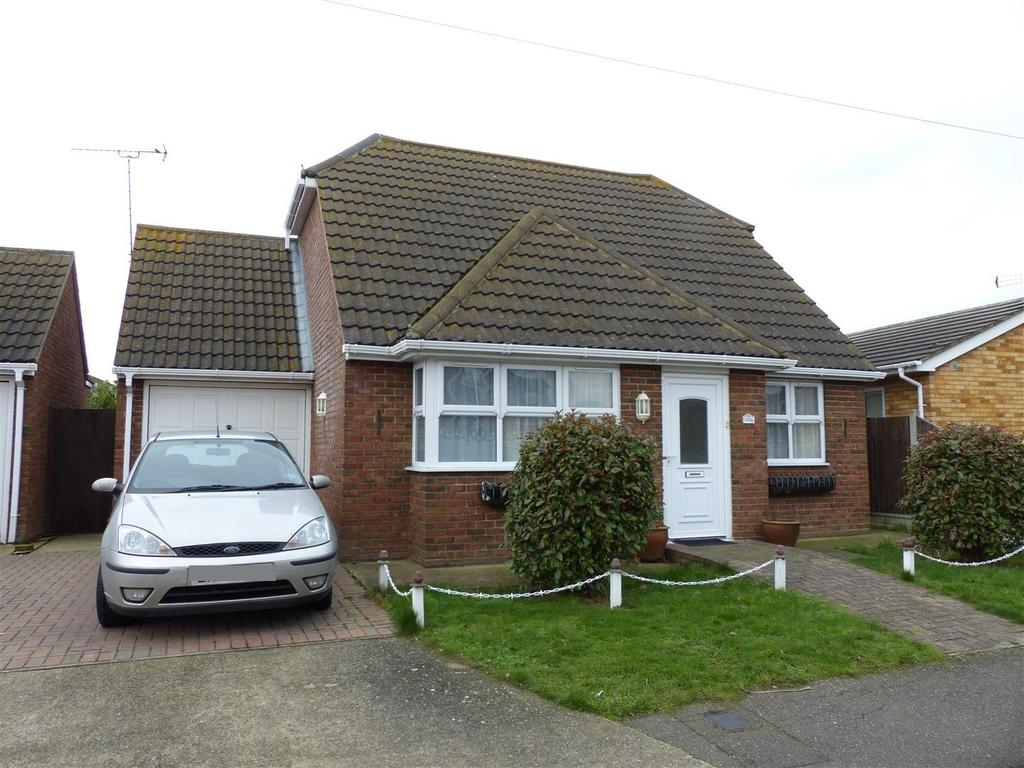 3 Bedrooms Chalet House for sale in Gafzelle Drive, Canvey Island