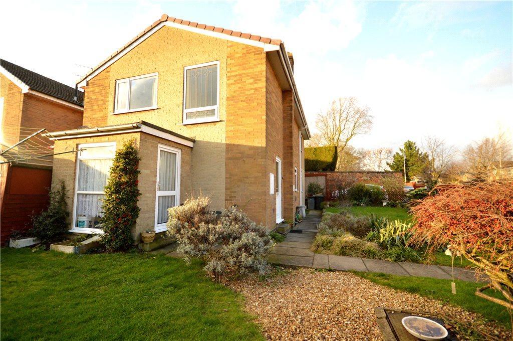 3 Bedrooms Detached House for sale in Beechfield, New Farnley, Leeds