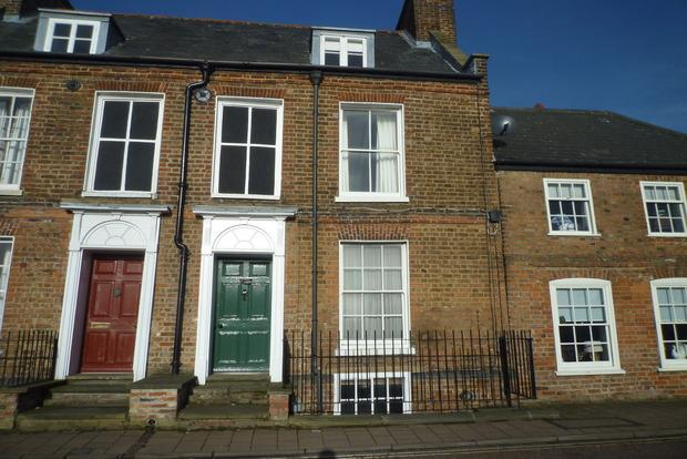 2 Bedrooms Terraced House for sale in North Brink, Wisbech, PE13