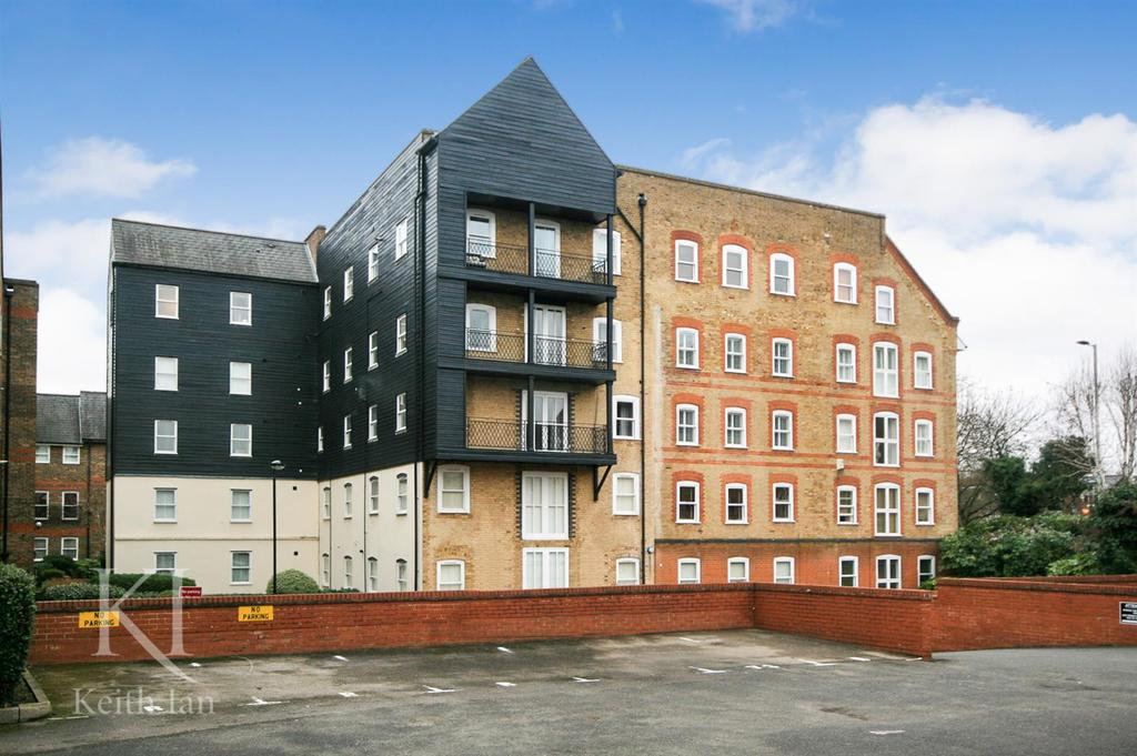 1 Bedroom Apartment Flat for sale in Option to extend the lease, Millacres, Ware