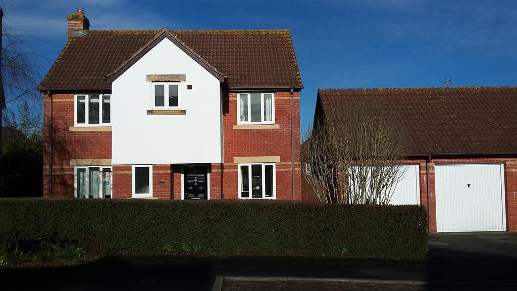 4 Bedrooms Detached House for sale in Saxon Close, Oake