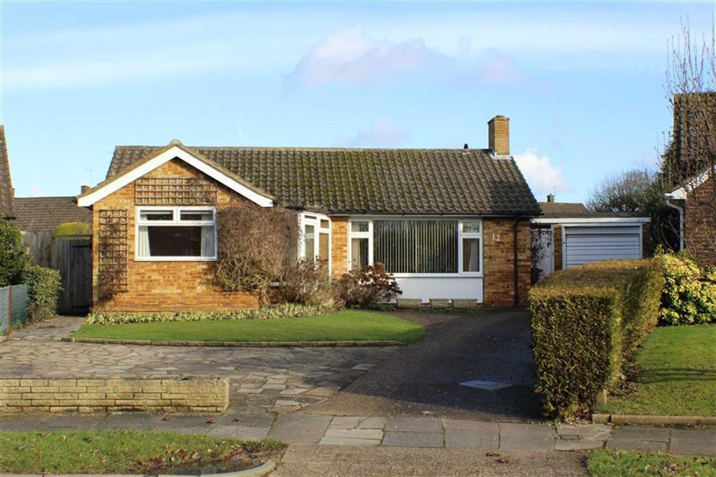 2 Bedrooms Detached Bungalow for sale in Blake Close, St Albans, Herts