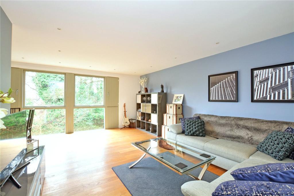 2 Bedrooms Flat for sale in Acers, 2 Elmstead Lane, Chislehurst, BR7