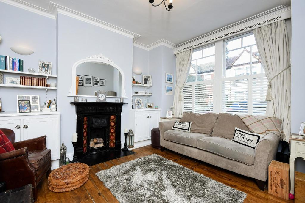 2 Bedrooms Maisonette Flat for sale in Penwith Road, Earlsfield, SW18