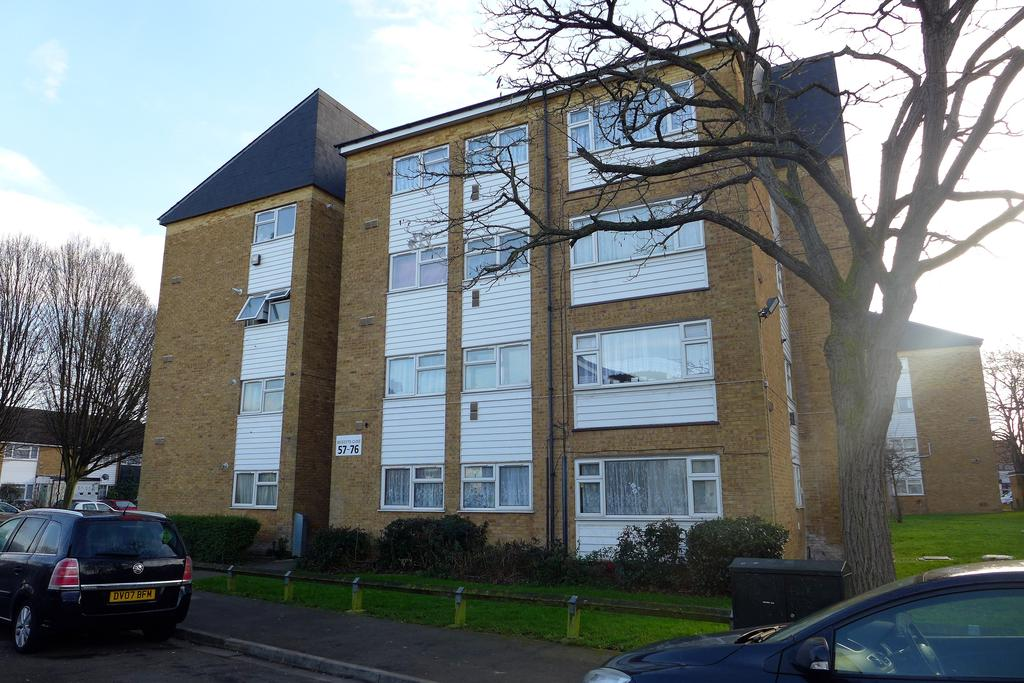 2 Bedrooms Flat for sale in Becketts Close, Feltham
