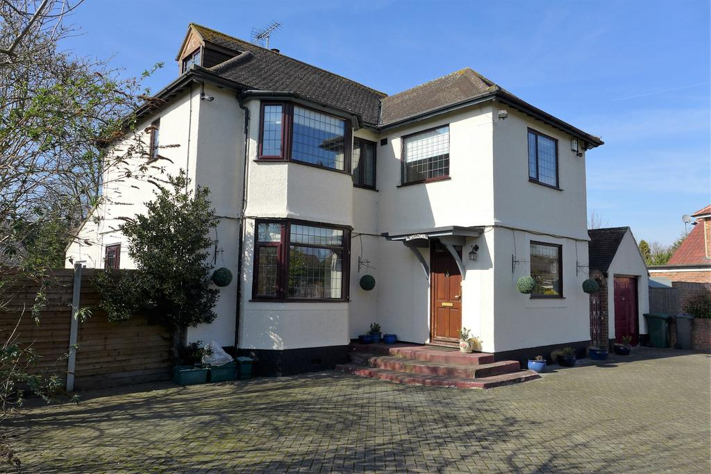 5 Bedrooms Detached House for sale in Queens Avenue, Feltham