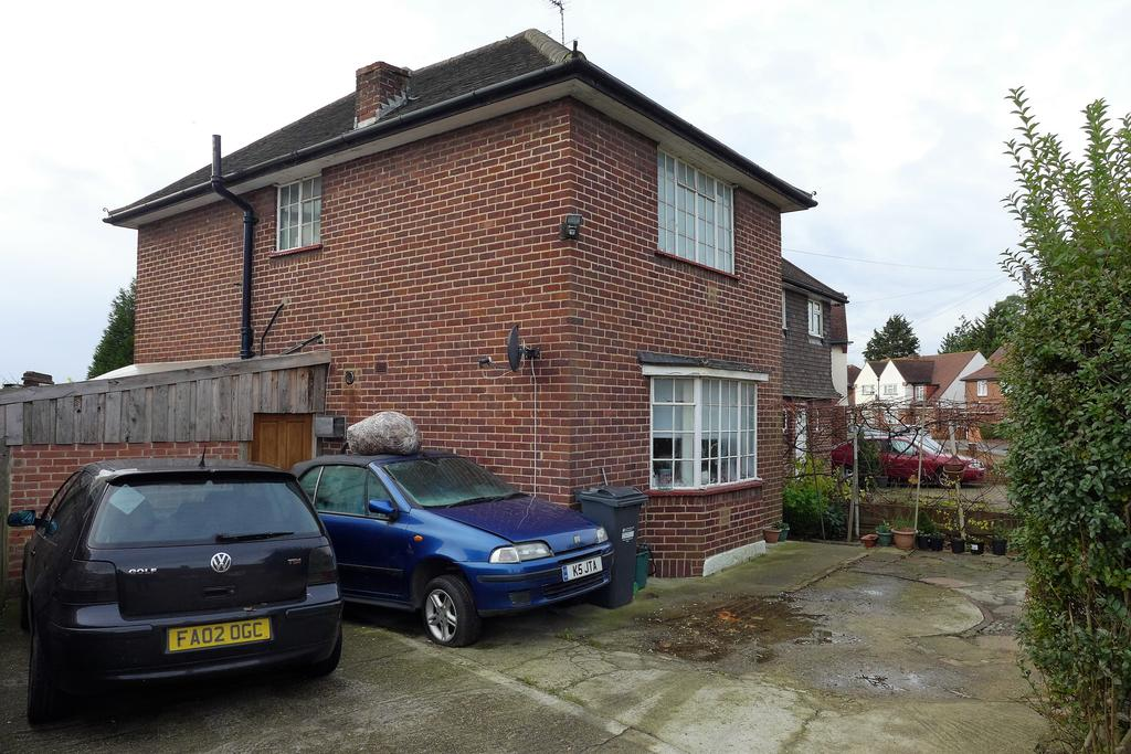 3 Bedrooms Semi Detached House for sale in Imperial Road, Feltham