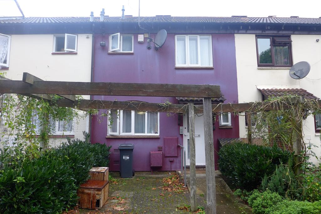 3 Bedrooms Terraced House for sale in Chandlers Close, Feltham