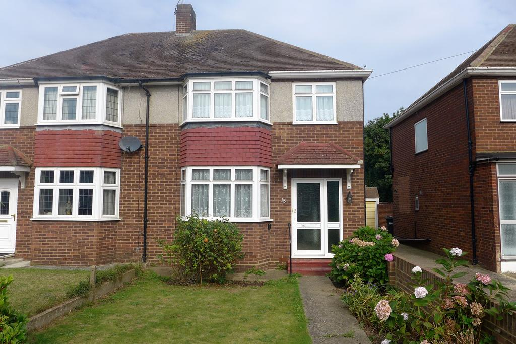 3 Bedrooms Semi Detached House for sale in Harvest Road, Feltham