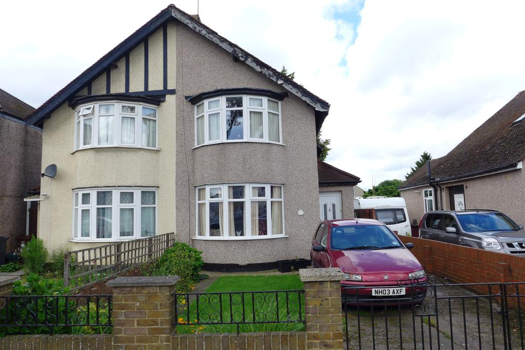 2 Bedrooms Semi Detached House for sale in Hounslow Road, Hanworth, Feltham