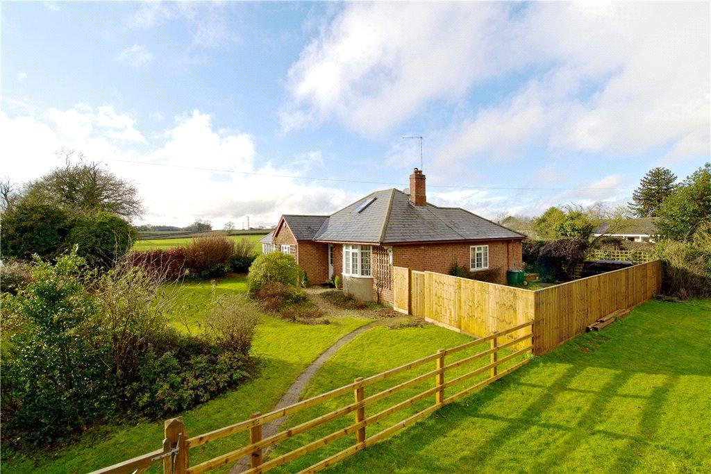 3 Bedrooms Detached Bungalow for sale in Banbury Road, Thorpe Mandeville, Banbury, Northamptonshire