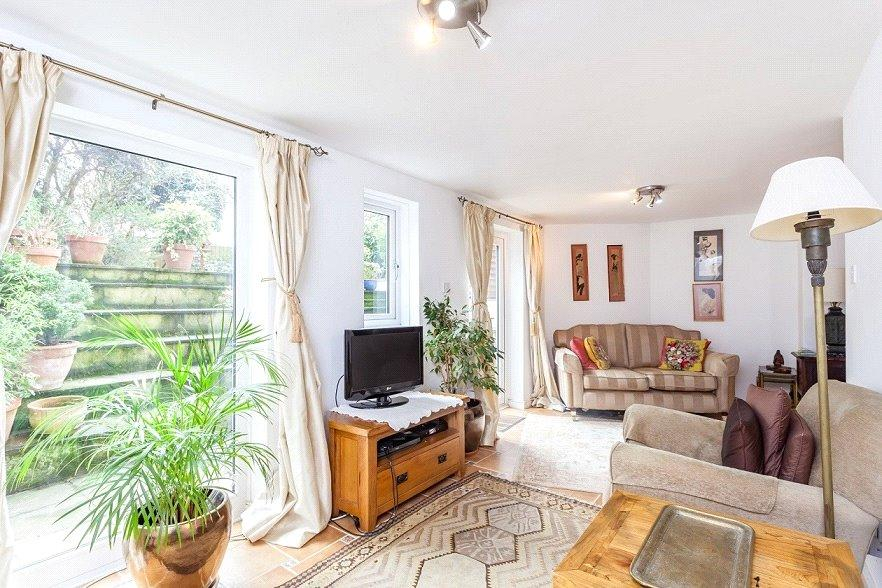 3 Bedrooms Flat for sale in Lady Somerset Road, Kentish Town, London, NW5