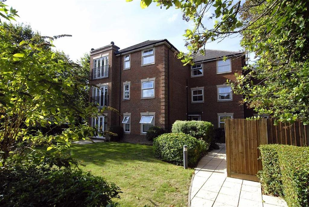 2 Bedrooms Flat for sale in Oaklands Road, Bromley, Kent