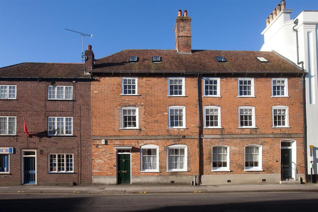 4 Bedrooms Town House for sale in Endless Street, Salisbury