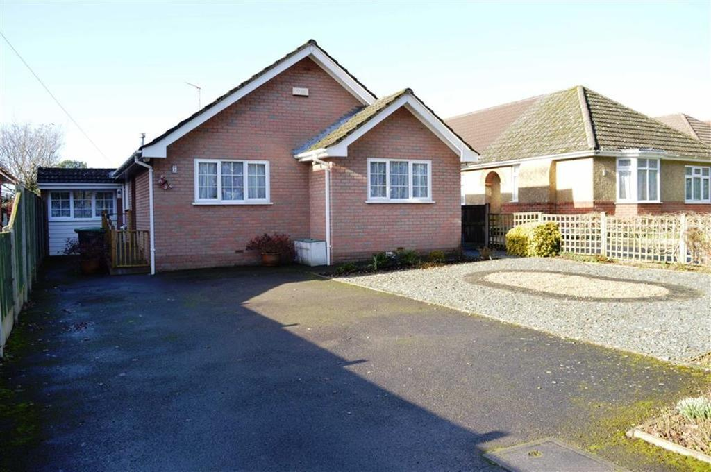 2 Bedrooms Detached Bungalow for sale in Canford Bottom, Wimborne, Dorset