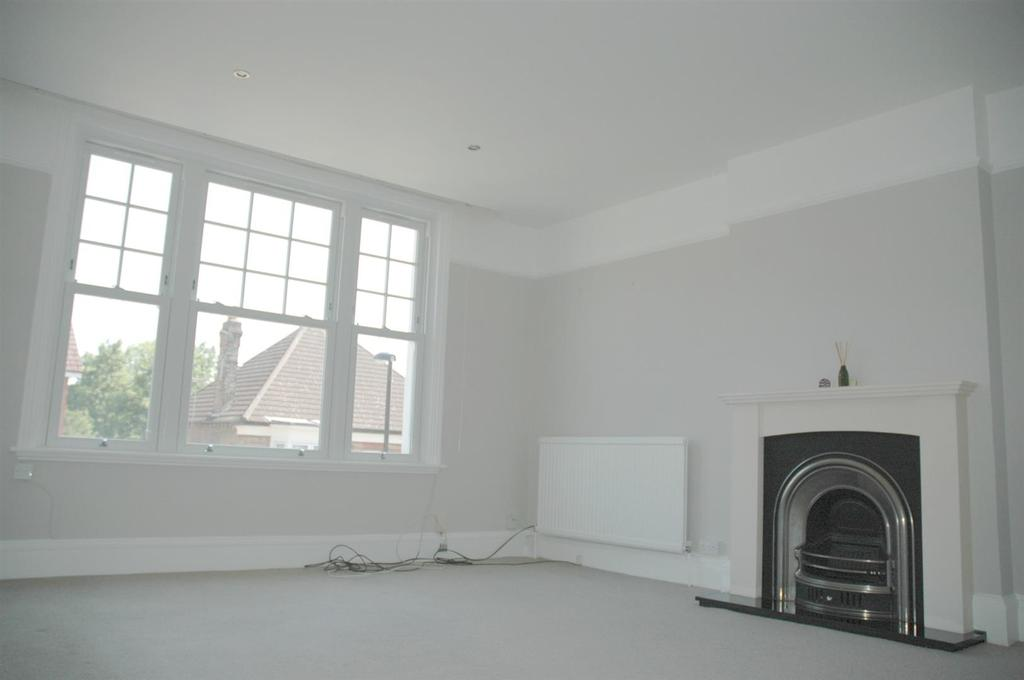 2 Bedrooms Flat for sale in South Croydon