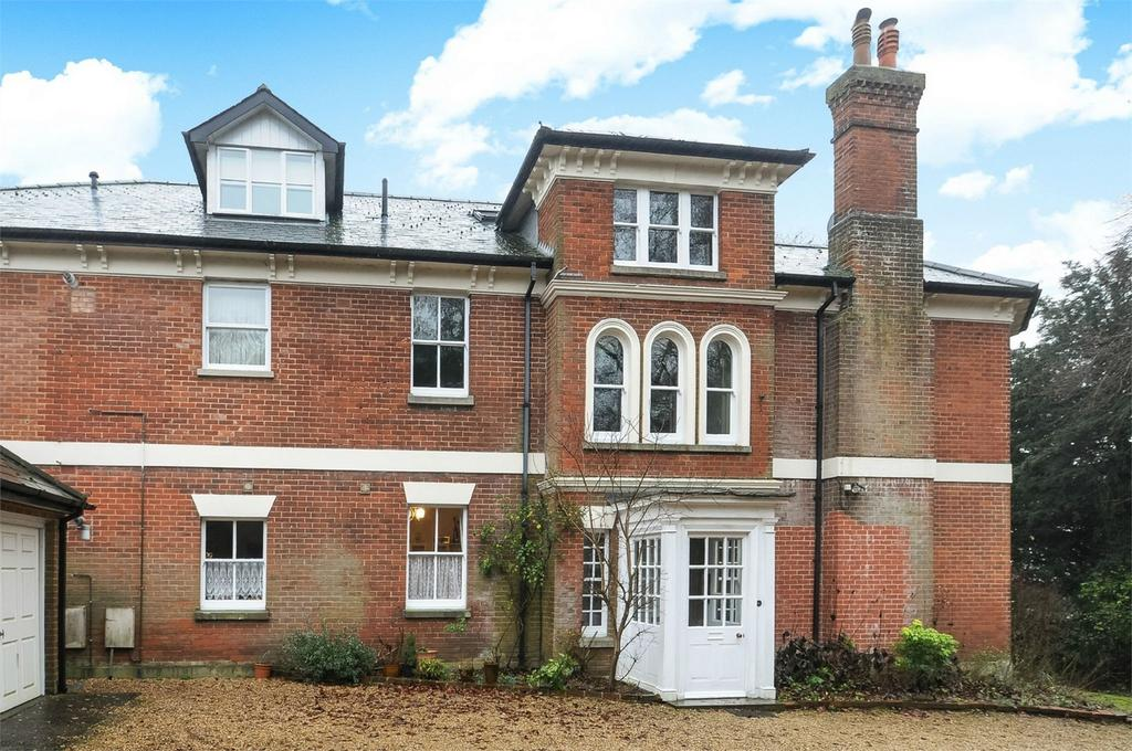 2 Bedrooms Flat for sale in Shawford, Winchester, Hampshire