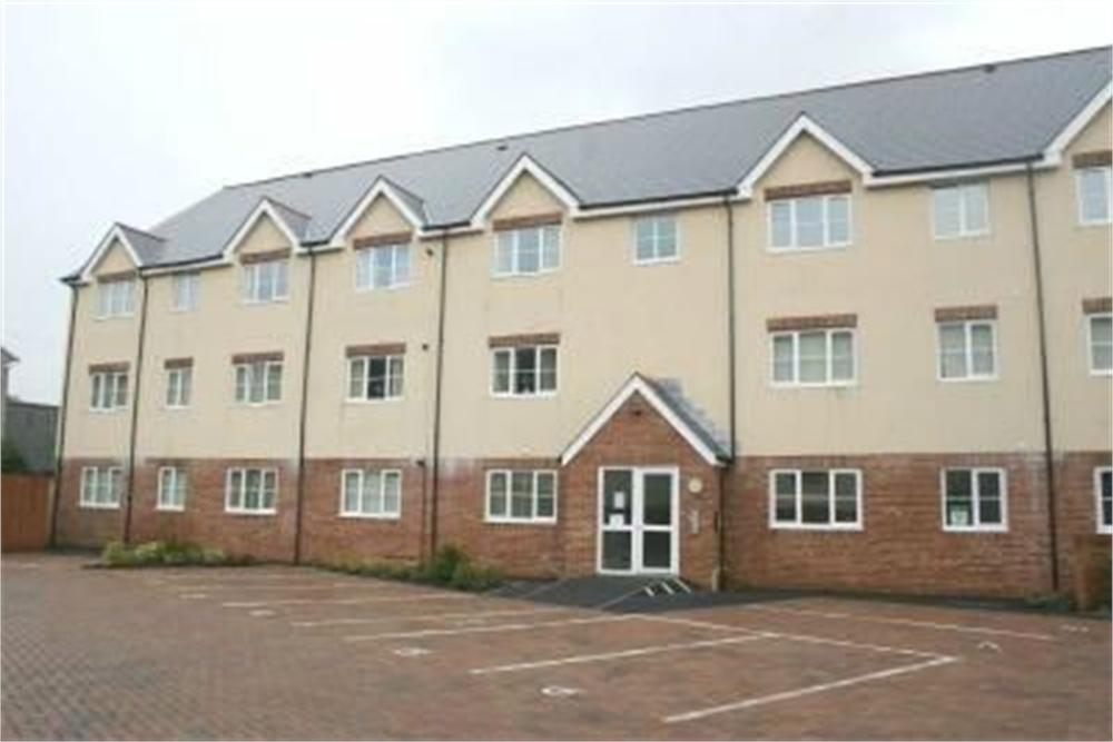 2 Bedrooms Flat for sale in Abercynon, Mid Glamorgan