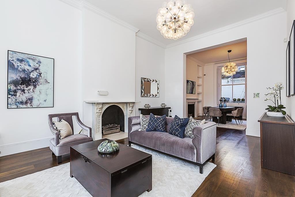 3 Bedrooms Ground Flat for sale in Elvaston Place, London. SW7