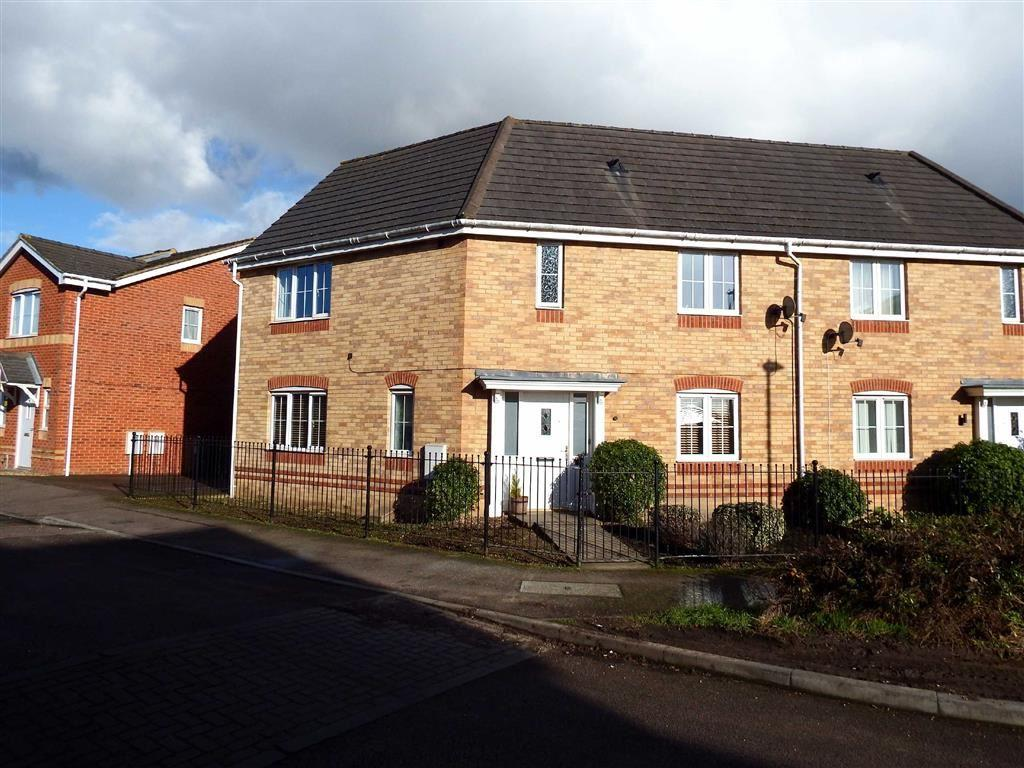 3 Bedrooms Semi Detached House for sale in Epsom Close, Stevenage, Hertfordshire, SG1