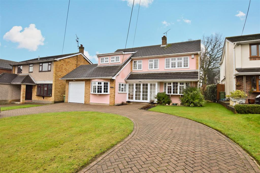 3 Bedrooms Detached House for sale in Clarence Road, Rayleigh