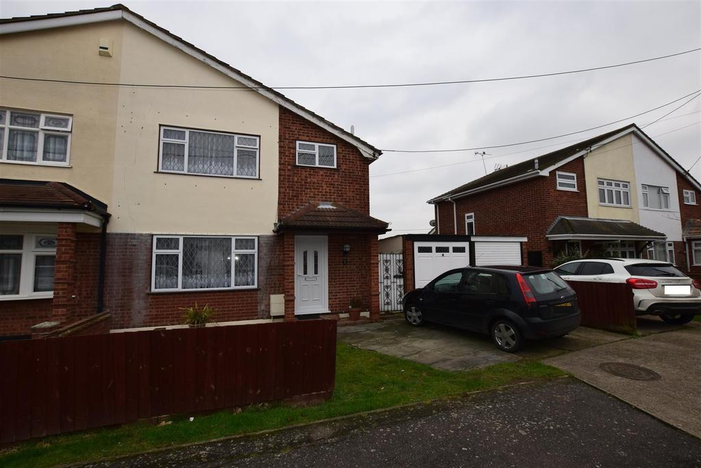 3 Bedrooms Semi Detached House for sale in Gainsborough Avenue, Canvey Island