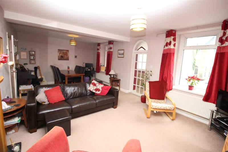 3 Bedrooms End Of Terrace House for sale in Commercial Road, Machen, Caerphilly