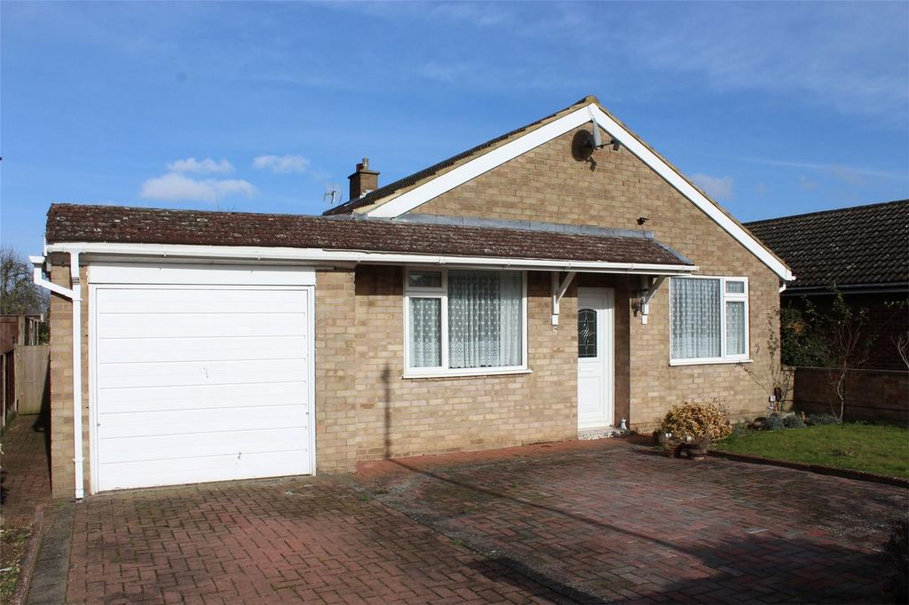 4 Bedrooms Detached Bungalow for sale in Roe Close, Stotfold, Hitchin, Hertfordshire