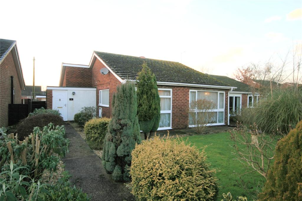 3 Bedrooms Detached Bungalow for sale in Belvoir Close, Off Hollywell Road, LN5