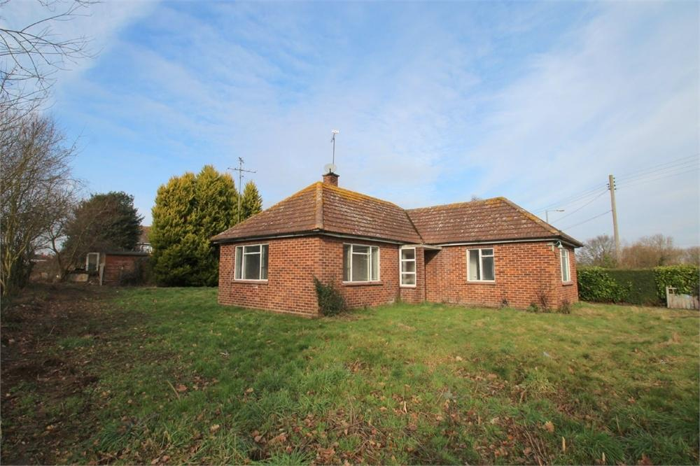 2 Bedrooms Detached Bungalow for sale in Rowhedge Road, COLCHESTER, Essex