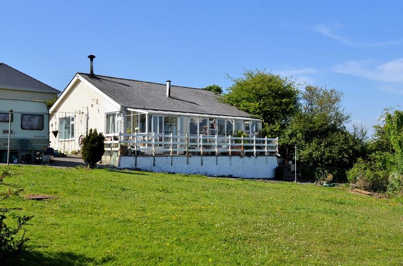 5 Bedrooms Land Commercial for sale in Sunny Meadow , Begelly, Kilgetty, Pembrokeshire. SA68 0XE