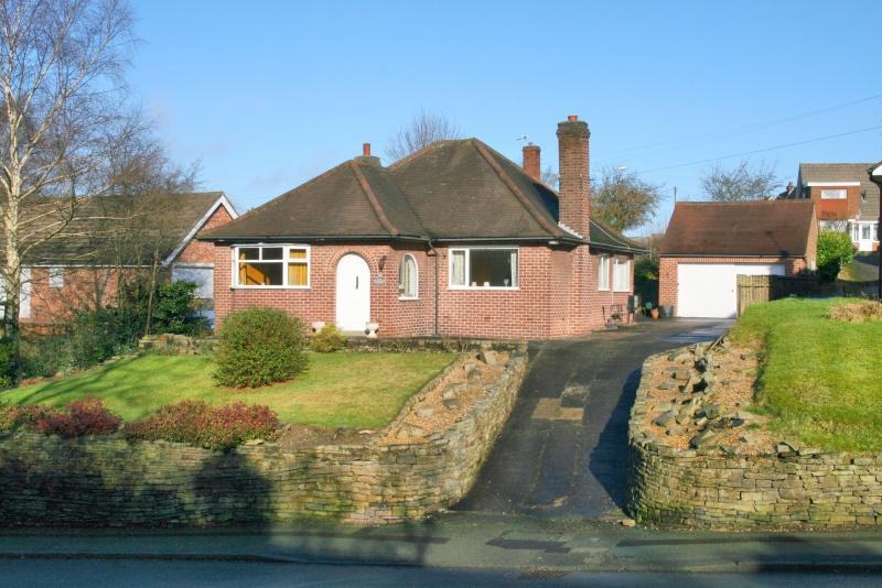3 Bedrooms Bungalow for sale in Grimshaw Lane, Bollington, Macclesfield, SK10
