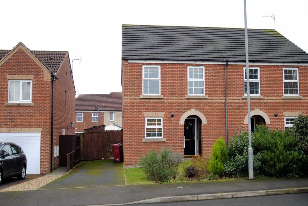 3 Bedrooms Semi Detached House for sale in Sycamore Crescent, Scunthorpe