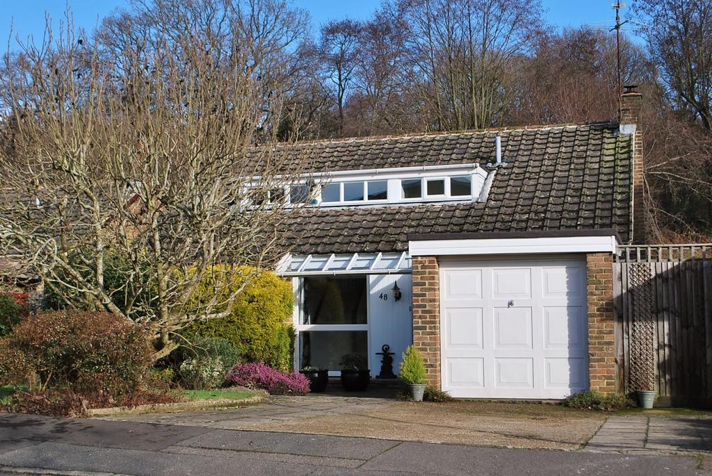 4 Bedrooms Detached House for sale in Forestfield, Horsham, RH13