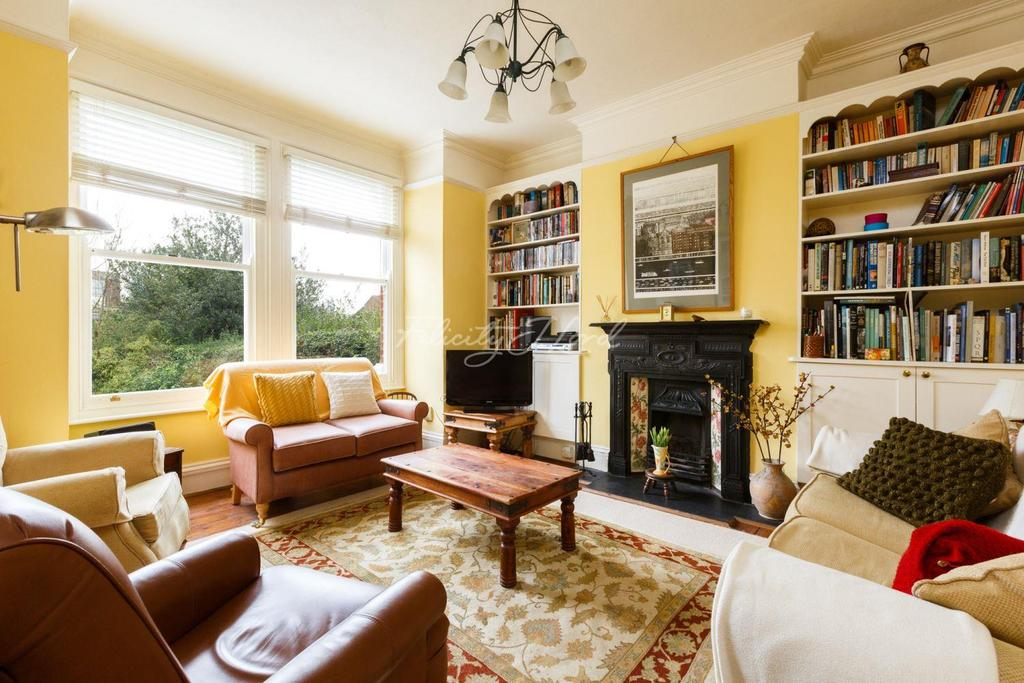 4 Bedrooms Terraced House for sale in Maryon Road, Charlton, SE7