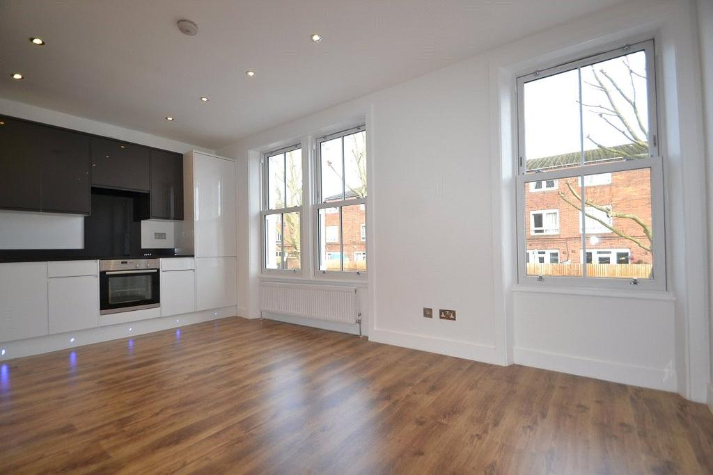 2 Bedrooms Flat for sale in Mulkern Road, Archway, London, N19
