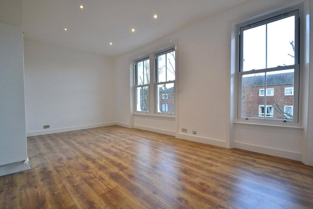 3 Bedrooms Flat for sale in Mulkern Road, Archway, London, N19