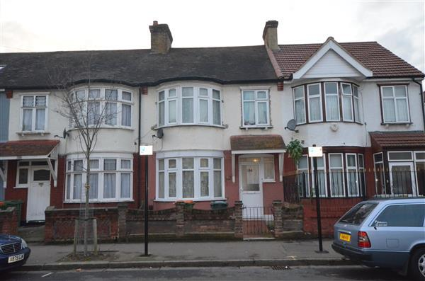3 Bedrooms Terraced House for sale in Lawrence Avenue , E12