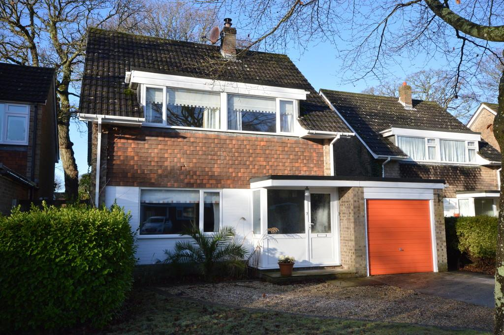 4 Bedrooms Detached House for sale in Derwent Road, New Milton